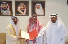 الكتبي يسلم أوراق البراءة القنصلية كقنصل عام للدولة في مدينة جدة