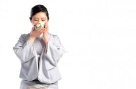 فوائد متعددة لشاي البابونج الساخن ووصفات لشربه باردا