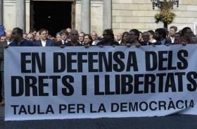 مدريد تعتقل قياديين انفصاليين في كاتالونيا