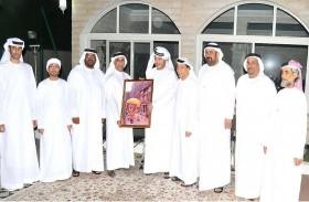 سعيد بن طحنون يستقبل أبطال منطاد الإمارات