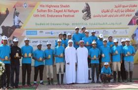 حمدان وزايد بن محمد بن خليفة يكرمان الفائزين بسباقات اليوم الثاني