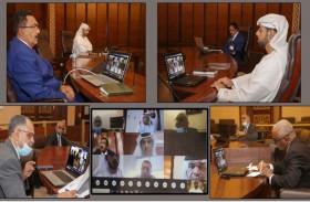 دائرة القضاء في أبوظبي تبحث تحويل وتجميد الأموال الخاصة بالتركات