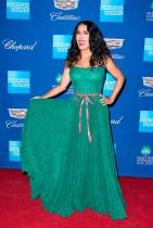 الممثلة سلمى حايك خلال حضورها حفل توزيع جوائز مهرجان بالم سبرينغس السينمائي الدولي بولاية كاليفورنيا. (ا ف ب)