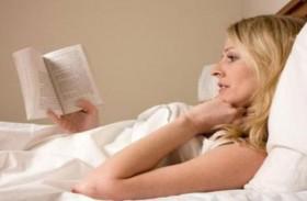 6 دقائق قراءة قبل النوم تخفّض التوتر