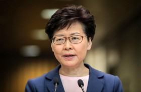 زعيمة هونج كونج تأمل في مخرج من الفوضى