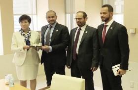 عمدة مدينة طوكيو تبحث مع وفد أبوظبي سبل تعزيز العلاقات الاقتصادية والاستثمارية