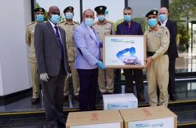 «الوطنية للشحن الجوي » تشيد بجهود شرطة دبي  وتتبرع بـ 100.000 قناع وقفازات