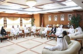 غرفة عجمان تبحث التعاون مع محاكم مركز دبي المالي العالمي