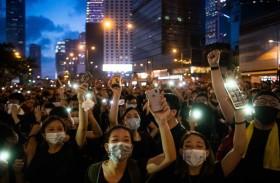أهالي هونغ كونغ ينتظرون ردا من بكين بعد هدوء نادر
