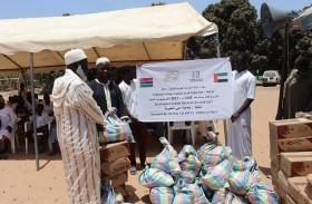 جمعية دبي الخيرية توزع 350 سلة غذائية في غامبيا