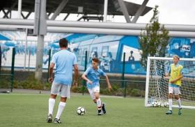 شركة نيرفانا تطلق برامج تدريبية لكرة القدم في مانشستر