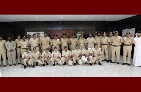 شرطة دبي تدشن دبلوم لغة الإشارة للطلبة المرشحين في الأكاديمية