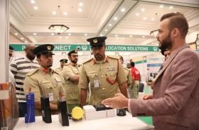 شرطة دبي تطلع على أحدث التقنيات في معرض الكاميرات الأمنية