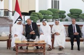 محمد بن زايد يستقبل وزير الخارجية المصري ويبحثان العلاقات الأخوية والمستجدات في المنطقة