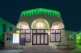 دور العبادة في أبوظبي تنير مبانيها باللون الأخضر تزامنا مع قرب تسلمها رخصها