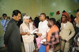 الهلال الأحمر الإماراتي يدشن المشروع السنوي الثاني لتوزيع كسوة العيد في المكلا