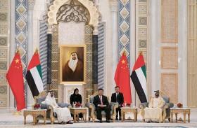 محمد بن راشد ومحمد بن زايد والرئيس الصيني يشهدون مراسم تبادل 13 اتفاقية ومذكرة تفاهم موقعة بين البلدين
