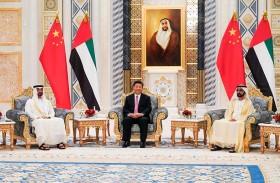 محمد بن راشد ومحمد بن زايد يستقبلان الرئيس الصيني في قصر الرئاسة