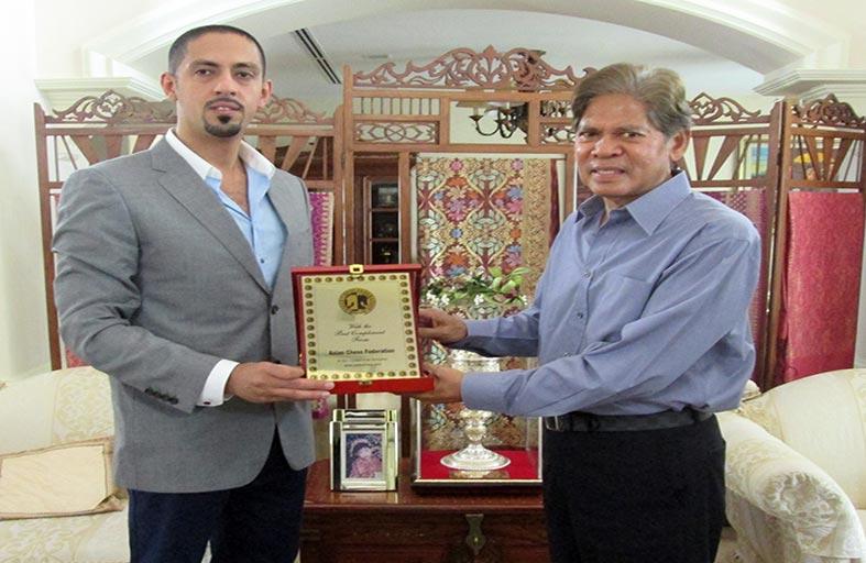 سلطان بن شخبوط يلتقي قيادات رياضية وشطرنجية في ماليزيا