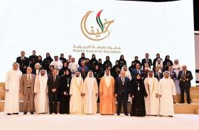 حامد بن زايد يكرم 39 فائزا وفائزة بجائزة خليفة التربوية