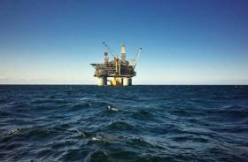 أسعار النفط مستقرة مع مناقشة اتفاق خفض الإنتاج