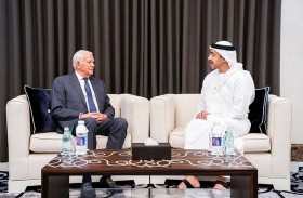 عبدالله بن زايد يستقبل وزير خارجية رومانيا