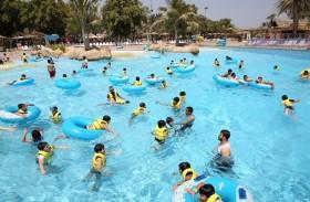 مشاركو معسكر صيف الشارقة الرياضي في رحلة ترفيهية إلى الحديقة المائية «دريم لاند»