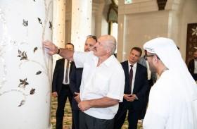 رئيس بيلاروسيا يزور جامع الشيخ زايد الكبير في أبوظبي