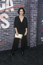 """كاري آن موس خلال حضورها عرضاً خاصاً لفيلم  نتفليكس """"جيسيكا جونز"""" في هوليوود، كاليفورنيا. «ا ف ب»"""