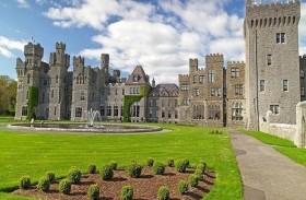 يمضيان فترة العزل وحيدين في قلعة عمرها 800 عام