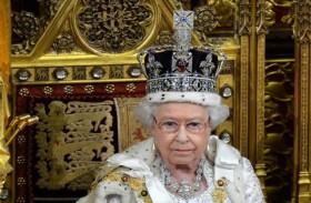 الملكة إليزابيث تتحدث علنا عن التيجان الملكية