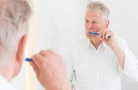 كيفية العناية بأسنان كبار السن والمرضى