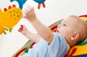 أنشطة وألعاب للطفل في عمر شهرين