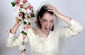 تفرض شروطاً قاسية على ضيوف زفافها