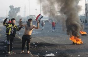 مواجهات بين المتظاهرين وقوات الأمن في بغداد والسلطة في حالة شلل