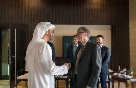 منحه رئيس الدولة.. محمد بن زايد يقدم وسام الاتحاد لبيل غيتس