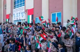 وفد من القوات المسلحة يزور مدارس أم القيوين ويدعو لحضور حصن الاتحاد 7