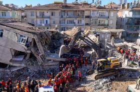 ارتفاع ضحايا زلزال تركيا مع استمرار انتشال الجثث