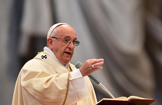 البابا: لا تديروا ظهوركم للمهاجرين