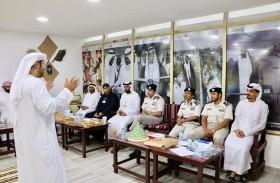 شرطة أبوظبي تناقش تطوير خدماتها مع الشركاء
