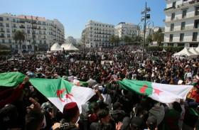 6 أشهر من التظاهرات.. الحراك والسلطة بمأزق في الجزائر