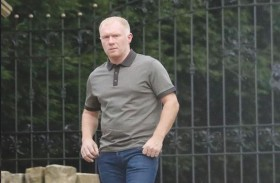 الشرطة الإنجليزية تداهم منزل بول سكولز