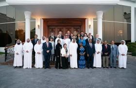 محمد بن زايد يؤكد اهتمام الإمارات بدعم وتوسيع نطاق مختلف المبادرات الإنسانية الإقليمية والعالمية