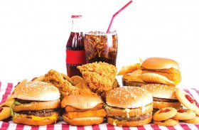 الأطعمة السريعة تعرّض أفراد أسرتك للإصابة بنوبات قلبية