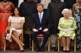 إليزابيث الثانية وعائلتها: قبضة حديدية في قفاز حريري...!
