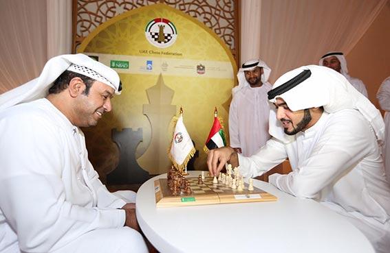 محمد بن سلطان آل نهيان يشهد فعاليات خيمة الشطرنج بقصر الإمارات
