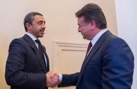 عبدالله بن زايد يلتقي رئيس وزراء أرمينيا