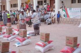 الإمارات تقدم 80 طنا من المساعدات الغذائية لسكان لبنة والحسير وضواحيهما في حضرموت