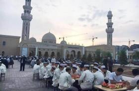 مؤسسة خليفة الإنسانية تنفذ مشروع إفطار صائم في 53 دولة