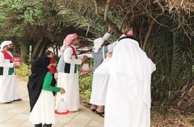 بلدية مدينة العين توزع  250 وعاء لشرب الطيور في مماشي العين